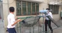 Học sinh chế tạo máy lọc nước mặn thành nước ngọt