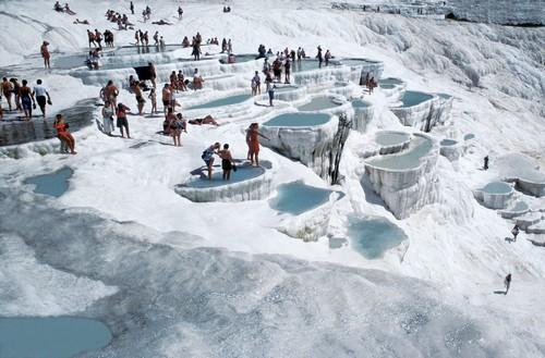 Suối nước nóng, Du lịch sinh thái